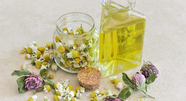 Vibrations Coaching: Self-care in difficult times, chamomile essential oil and flowers